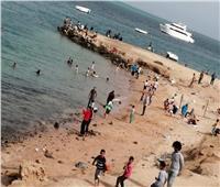 رغم قرار إغلاقها.. تجمعات شبابية بشواطئ الغردقة تثير غضب الأهالي