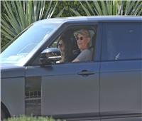 توم هانكس يعود إلى لوس أنجلوس بعد شفائه من فيروس كورونا