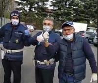 فيديو| مصريون ينظمون حملة تبرع بوجبات وأغذية في إيطاليا.. بشعار Forza Italia وتحيا مصر
