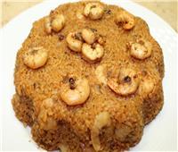 طبق اليوم.. «الأرز الأحمر بالجمبري»