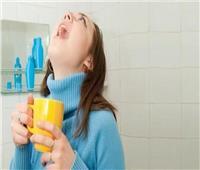 الصحة العالمية توضح حقيقة «الغرغرة» بالخل لقتل فيروس كورونا