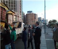 صور  إزالة عربات الطعام بكورنيش الإسكندرية لمكافحة كورونا