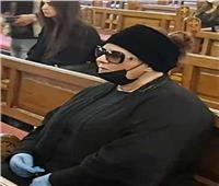 صور| دلال عبد العزيز ترتدي كمامة سوداء في «جنازة جورج سيدهم»