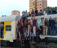 أول إجراء من «النقل» بعد تكدس الركاب في قطار الزقازيق