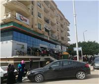 امسك مخالفة| زحام كبير أمام أحد بنوك الهرم