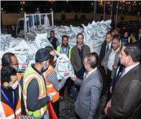 محافظ الإسكندرية يطلق إشارة البدء لتوزيع المعونات الغذائية لعمال اليومية