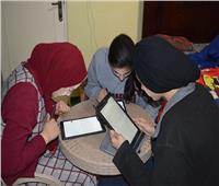 طلاب «أولى ثانوي» يؤدون امتحان الجغرافيا إلكترونيًا