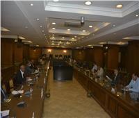 محافظ القاهرة يشدد على التصدي بحزم لمخالفات البناء