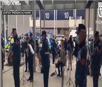 فيديو| عرض موسيقي من ضباط الحجر الصحي لأطباء مستشفيات مدريد