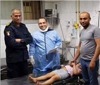 «الداخلية» تقدم يد العون للمواطنين.. إنقاذ طفلة لدغها عقرب