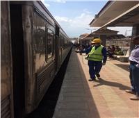 صور.. استمرار تعقيم قطارات السكك الحديدية والمحطات ضد كورونا