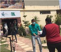 """""""مصر الخير"""" توزع شنط حماية طبية ومواد غذائية على العاملين بمصانع أبيس"""