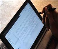 3750 بالصف الثاني الثانوي يؤدون امتحان اللغة العربية بالتابلت في السويس