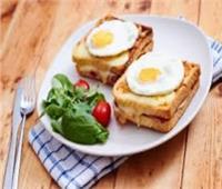 سحورك عندنا| طريقة عمل.. «ساندوتش كروك مدام».. بطعم شهي وممتع