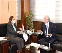 محافظ جنوب سيناء يناقش مع وزيرة التخطيط تطوير شرم الشيخ وخليج نعمة