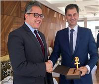 وزيرا السياحة المصري واليوناني يبحثان سبل التعاون بين البلدين