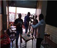 فيديو| غلق وتشميع مقاهي في الجيزة