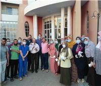الطاقم الطبي الثاني بمركز التعليم المدني بدمنهور يحتفل بسلبية مسحاتهم