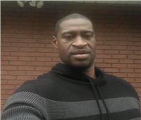لا استطيع التنفس.. فيديو صادم لمقتل رجل أسود على يد الشرطة الأمريكية