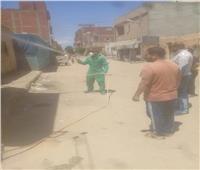 صور.. تطهير وتعقيم منزل إحدى الحالات المصابة بفيروس كورونا في القنطرة غرب