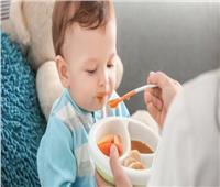 للأمهات الجدد.. الطريقة الصحيحة لتناول طفلك الفاكهة عند عمر ٦ أشهر