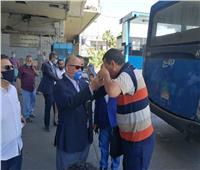 محافظ القاهرة يتفقد «موقف عبدالمنعم رياض» لمتابعة إلتزام المواطنين بالكمامات