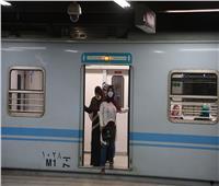 بالصور  التزام ركاب مترو الأنفاق بارتداء الكمامات في أول يوم تشغيل
