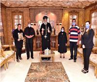 """البابا تواضروس يستقبل أسرة شهيد """"البرث"""""""