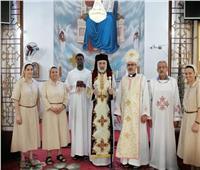 الأنبا باسيليوس يترأس صلاة القداس بكنيسة الخزندارية