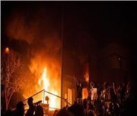 متظاهرون في الولايات المتحدة يضرمون النيران في مركز «مرسيدس» | فيديو
