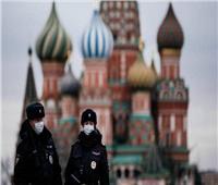 روسيا تسجل 8863 إصابة جديدة بفيروس كورونا