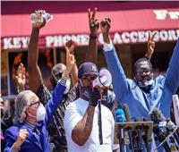 فيديو| شقيق جورج فلويد للمتظاهرين في أمريكا: العنف لن يعيد أخي للحياة