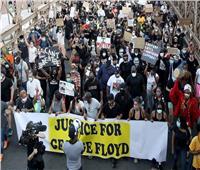 علي أثر موت جورج فلويد.. مجلس مدينة مينيابوليس يحظر الخنق و تقيد الرقبة
