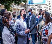 محافظ الإسكندرية يتفقد أعمال مبادرة «أجمل بطلابها» لتجميل أسوار المدارس