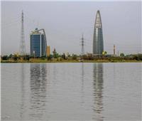 السودان يمدد الحظر ويبدأ إعادة العالقين
