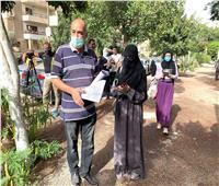 بـ «الكمامات» و«ترك المسافات» بدء توافد طالبات المعاهد الأزهرية استعدادا لدخول اللجان
