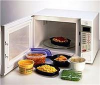 تسخين الطعام في «الميكروويف» لا يجعله مشعًا