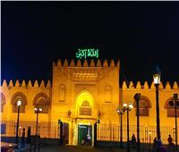 فيديو وصور| في الساحة.. أطفال وكبار يؤدون صلاة العشاء في مسجد عمرو بن العاص