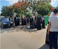 حفاظا على النظام.. الأمن يقنع الأهالي بالابتعاد عن محيط اللجان في الشرقية