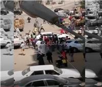 فيديو| صاحب محل خضار يتعدى على حملة حي الهرم