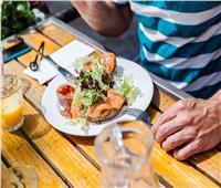 6 نصائح لتناول طعام صحي خارج المنزل