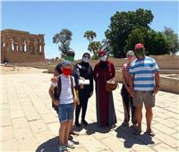 محافظ أسوان يتابع الإجراءات الإحترازية بالمواقع الأثرية والسياحية