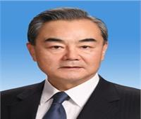 وزير خارجية الصين يكتب: تعزيز التعاون في مكافحة الجائحة