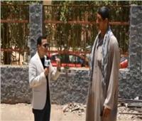 فيديو| أطول رجل في مصر: «نفسي ألبس قميص وبنطلون زي باقي الناس»
