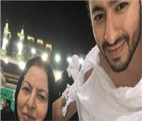 """أحمد جمال ناعيا والدة حمادة هلال: """"ربنا يصبرك على فراقها"""""""
