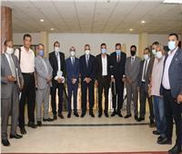 محافظ سوهاج يبحث مشكلات المحافظة مع أعضاء تنسيقية الأحزاب