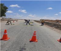 تركيب مطبات صناعية في الطريق الدولي غرب مطروح