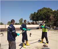 مياه سوهاج تنتهي من تطهير خزانات مياه الشرب بمستشفيات العزل