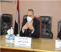 محافظ سوهاج يتفقد مقر الوحدة المحلية بطهطا ويعقد اجتماعا مع رئيس المدينة ومديري الإدارات