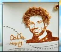 فيديو| «صلاح» بالمكرونة والكاتشب .. فنانة تكشف تفاصيل الرسم باستخدام المواد الغذائية